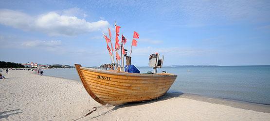 Fischerboot am Strand von Binz auf Rügen
